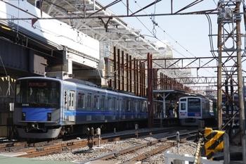 2010年1月30日、石神井公園駅、駅飯能方の踏切(石1)から。