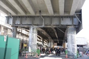 2010年1月30日、石神井公園駅、高架駅舎の真下。