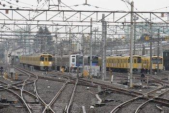 2010年2月13日 14時47分頃、上石神井、電留線の一番 本線寄りで6113Fが折り返し待ち。