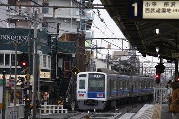 2010年2月13日 15時23分、上石神井、側線から下り方へ発車した6113Fの下り試運転列車。