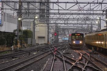2010年3月7日 17時8分頃、池袋、電留線から7番ホームへ向かう20152F。
