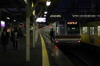 2010年3月7日、所沢、到着したメトロ7032Fの6751レ。