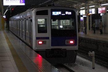 2010年3月9日、入間市、6111Fの3407レ(32M運用)。