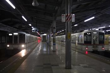 2010年3月14日 19時31分頃、飯能、4番ホームに4001F+4005Fの下り回送列車が到着。