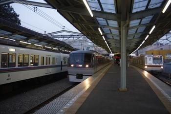 2010年3月20日 17時50分、清瀬、下り列車3本の並び。