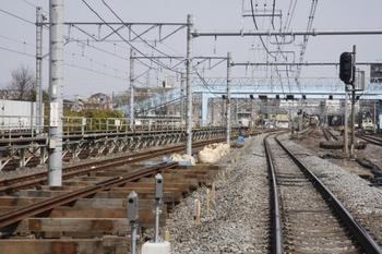 2010年3月21日、保谷、保谷3号踏切から駅方を撮影。