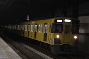 2010年3月23日 18時55分、練馬、急行線を通過する2063F+2455Fの上り回送列車。
