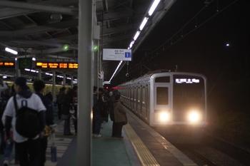 2010年4月6日、西武球場前、到着する6114Fの8302レ。
