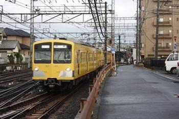 2010年4月13日、西所沢、引き上げ線へ入る275F+277Fの上り回送列車。
