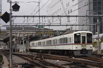 2010年4月17日、飯能、16時24分に発車した4021F+4023Fの下り列車。