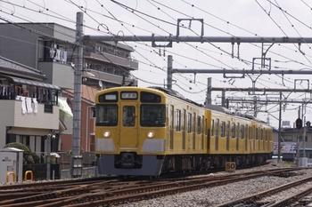 2010年4月30日、飯能、西武秩父方から飯能駅へ到着する2521F。