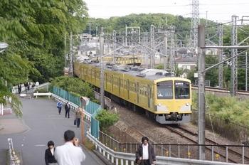 2010年5月10日 7時51分頃、西武・JR連絡線、JR秋津駅へ向かう263F+2071Fの回送