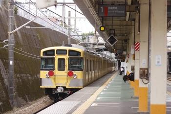 2010年5月10日、東所沢、JR武蔵野線を通過する西武2071F。