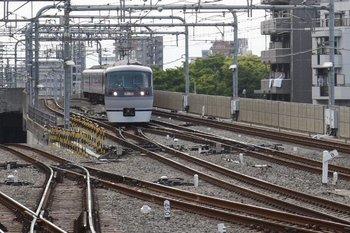 2010年5月15日、練馬、急行線から緩行線へ転線する10109Fの上り臨時特急。