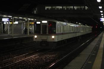2010年4月19日 21時22分、仏子、中線に到着する4017Fの下り回送列車。