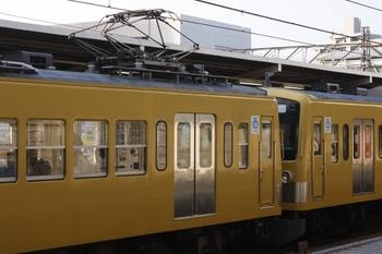 2010年6月10日、所沢、左がクモハ285。