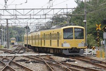 2010年6月20日 13時19分頃、萩山、3番ホームから電留線へ向かう263F。