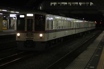 2010年6月22日 21時20分頃、仏子、中線に到着する4023Fの下り回送列車。