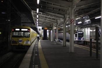 2010年6月25日、小手指、左端が到着した3017Fの下り回送列車。