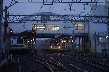 2010年7月4日、東長崎、左端が夜間留置のメトロ7031F。