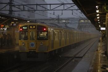 2010年7月5日、所沢、大雨の中1分遅れで発車した4220レの9102F。