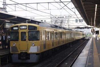 2010年7月8日 6時21分、所沢、2455F+2541Fの上り回送列車。