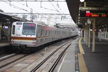 2010年7月13日 5時52分頃、所沢、通過するメトロ7019Fの上り回送列車。