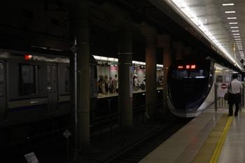 2010年7月19日、空港第2ビル、2番線に停車中の13AE01aレ。