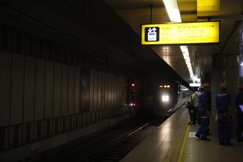 2010年7月19日、成田空港、4番線に到着する13EA03レ。