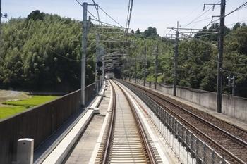 2010年7月19日、成田湯川~空港第2ビル、下り列車の後部から撮影。