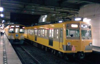2010年7月22日、所沢、271F+1303Fの2261レ・飯能ゆき。