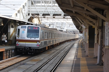 2010年7月22日 5時51分頃、所沢、メトロ7030Fの上り回送列車。