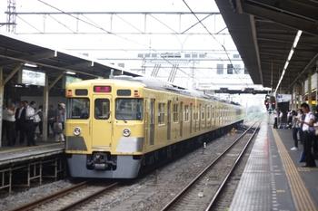 2010年8月2日 6時21分頃、所沢、通過する2021Fの新宿線上り回送。
