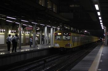 2010年8月18日、ひばりヶ丘、発車した271F+1303Fの2166レ。