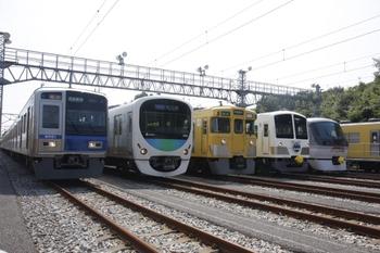 2010年8月28日、南入曽車両基地、6001Fほかの展示車両。