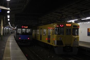 2010年8月7日、狭山市、発車を待つ2409F+2093Fの臨時 急行。