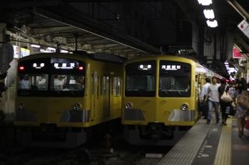 2010年9月9日、所沢、右が1301Fの5632レ。