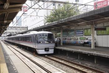 2010年9月12日 12時31分頃、所沢、乗務員交代の10108F下り回送列車。