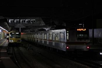 2010年9月24日 20時15分ころ、西所沢、1番ホームで折り返すメトロ7003F。