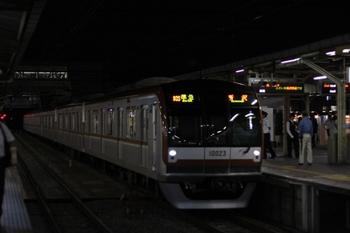 2010年9月24日、所沢、通勤準急を追い越した準急のメトロ10023F。
