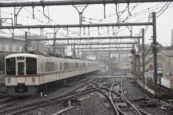 2010年9月27日、飯能、発車した4017F+4013Fの5093レ。