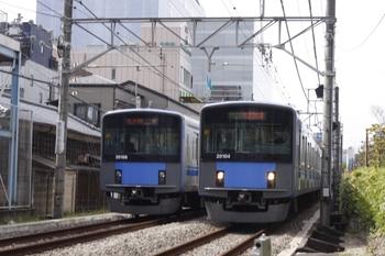 2010年9月29日 12時24分頃、高田馬場~下落合、左が急行 拝島ゆきの20108F。