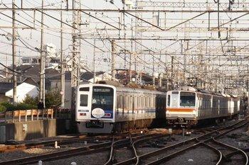 2010年10月11日、西所沢、左が6155Fの4534レ。
