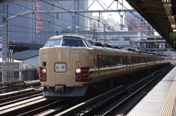 2010年10月23日 10時11分頃、高田馬場、北へ向かう国鉄色特急車の回送。