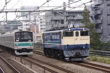 2010年10月24日 10時22分頃、高田馬場、右が南行のEF65-1103。