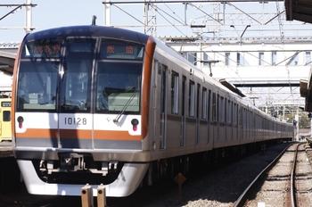 2010年11月3日 10時20分頃、西所沢、メトロ10028Fの各停 飯能ゆき。