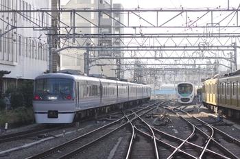 2010年12月11日 10時3分頃、池袋駅を発車した10110Fの下り臨時。