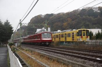 2010年12月13日、神武寺~新逗子、西武2091Fとエアポート急行の京急2000系8連。