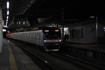 2010年12月21日、西所沢、8連のメトロ10003Fの4705レ。