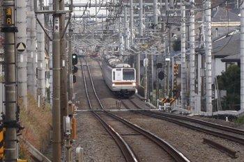 2010年12月29日、清瀬~秋津、駅間で停車中のメトロ7004Fの4519レ。